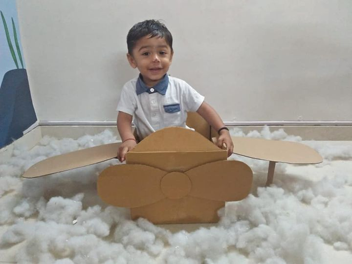 Children at home use items available at home to portray their creativity with the hellp of parents. They use cutouts of packaging boxes and brown paper to create craft items.  #understandingtoddler #understandingkids #development #education #kidseducation #practical #learning #parents #students #teachers #onlineeducation #KPRS #kalorexpreschool #kalorex #SHROFFism #manjulapoojashroff #MPS