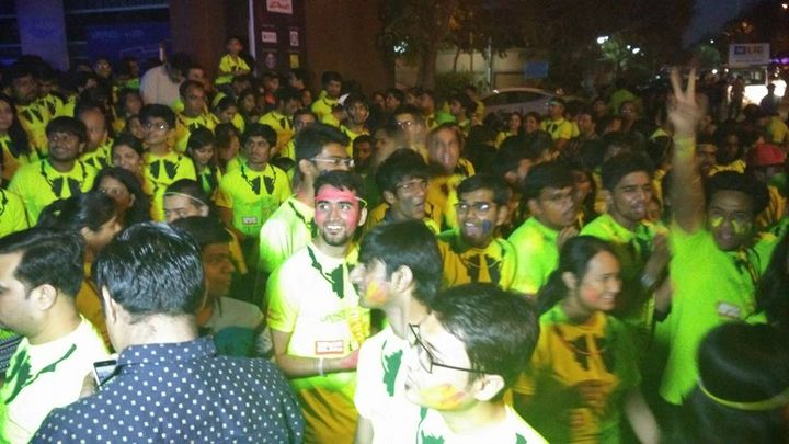 Just kicked off the Radio Mirchi Neon Run!! The energy levels here are off the charts  #RadioMirchi #NeonRun