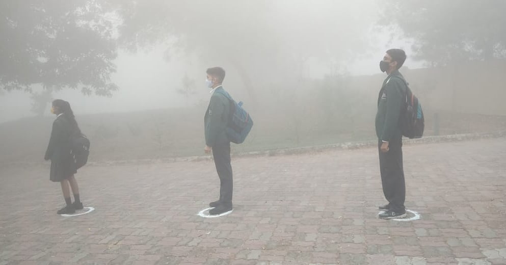 It is such an endearing sight to see students line up with social distancing measures, on the winter foggy morning, as they return to school.  Schools don't merely provide education, they are also a source of social and emotional well-being for children.   #foggymorning #MPS https://t.co/ROzQESpAuV