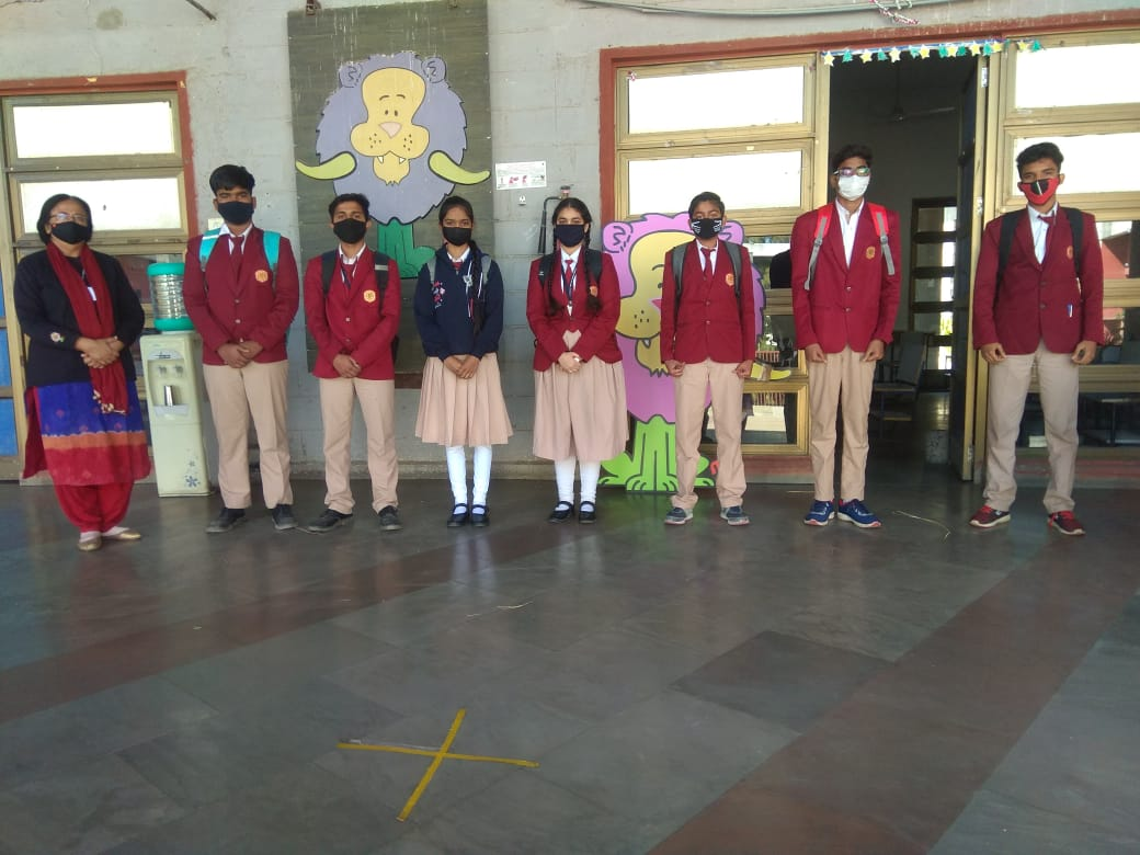 From flipped classrooms to blended learning, Kalorex schools have always taken a lead to bring out the best for their learners. A glimpse of Hybrid model of schooling can be seen in the pictures here, where the students are  doing online and offline school activities.  #MPS https://t.co/VKUkpmbgBr