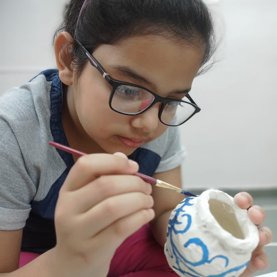 Clay is a gift of nature and is in a perpetual state of rest and like all of us, in it lies great potential for interaction and life. One can draw on it, carve on it, dig into it or make a complete mess of it .Make the right choice  #clayart #pottery #DPSBopal #manjulapoojashroff https://t.co/SlrZd3f2Cx