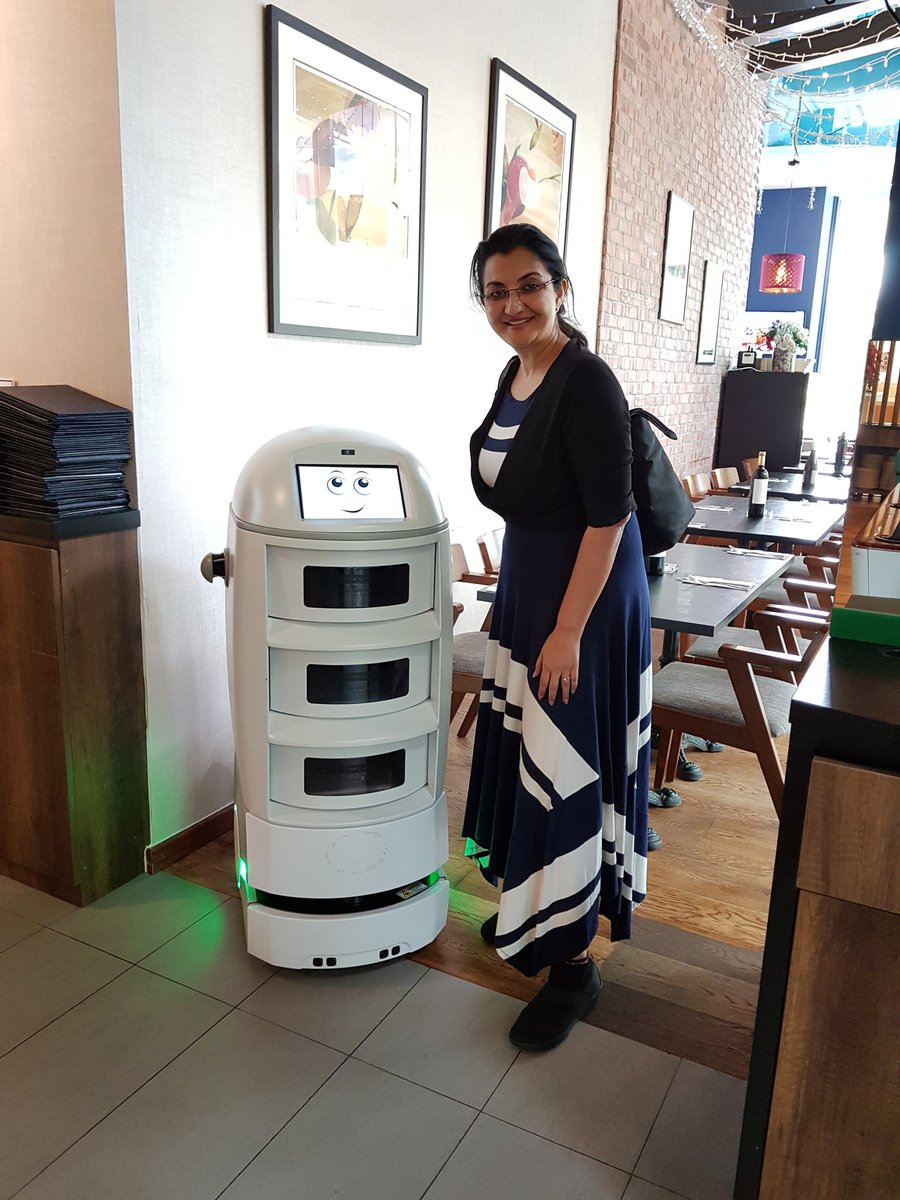 #Cobie is the housekeeping Robot at Park Avenue Rochester, Singapore. He delivers room service with aplomb. Putting #ArtificialIntelligence to use in the  Hospitality Industry https://t.co/uGtdXld65u
